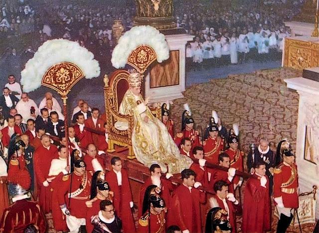 Papa Pio XII na sedia gestatoria, basilica de Sao Pedro